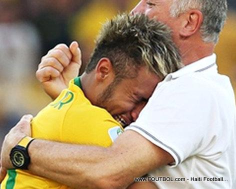 PHOTO: Gade Neymar, Jwè Bezil la, ki ap Kriye - Kisa li genyen?