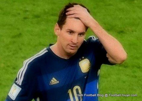 PHOTO: Lionel Messi mete men nan tet li apre Argentine pedi Mondial 2014 la